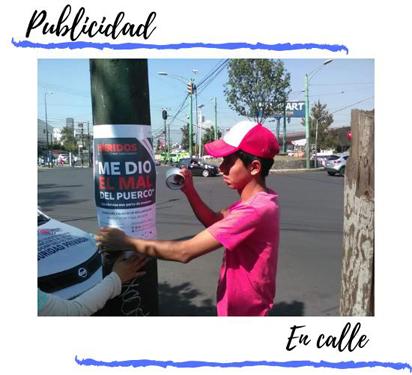 promotor pegando poster