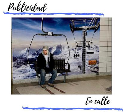 valla publicitaria fija en estacion de tren