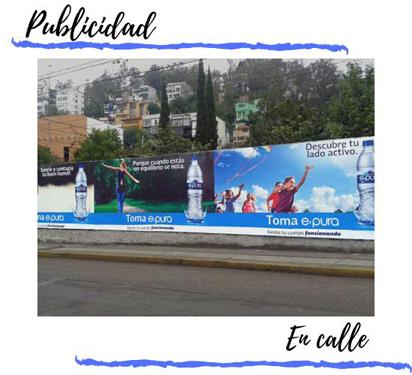 valla publicitaria fija en calle